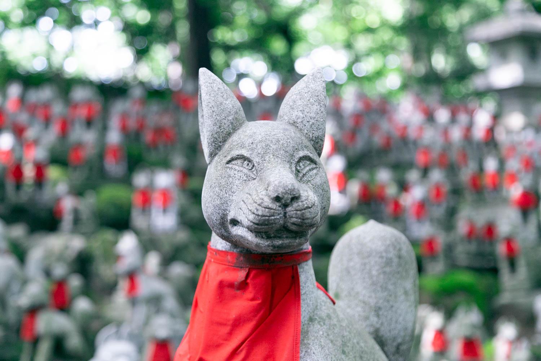 豊川稲荷の霊狐塚